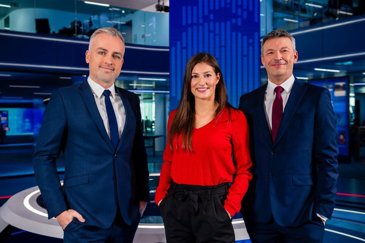 Lies Vandenberghe met haar collega-sportankers Maarten Breckx en Jan Dewijngaert van VTM Nieuws.