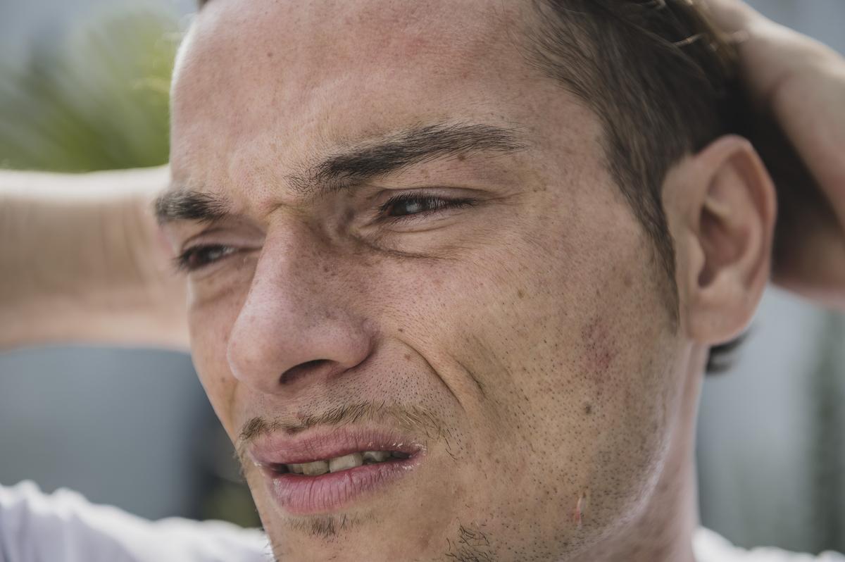 Daags na het incident op de Trax-site is het brandend gevoel in zijn ogen nog niet verdwenen.