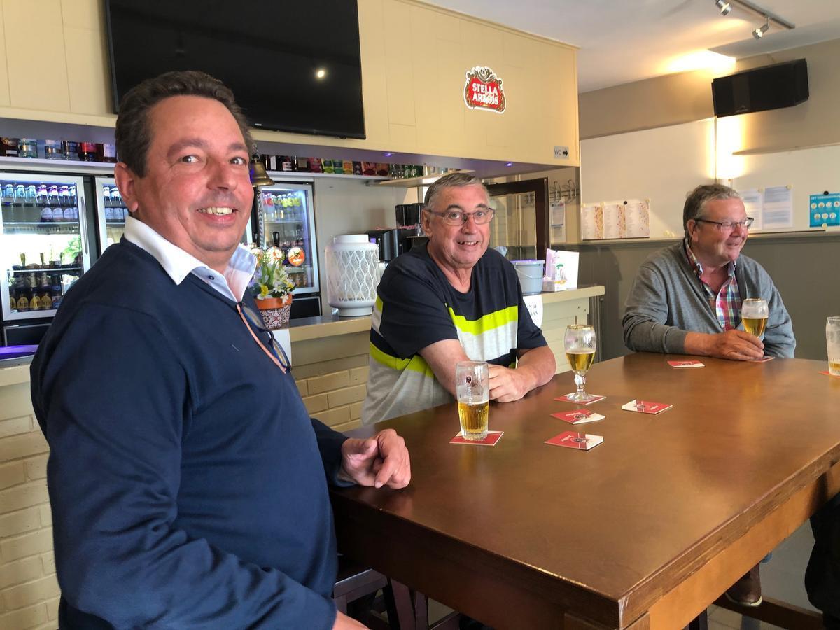 Frederic Klinkhammer, Didier Lekens en Dirk De Plecker hebben het in Westkapelle best naar hun zin.