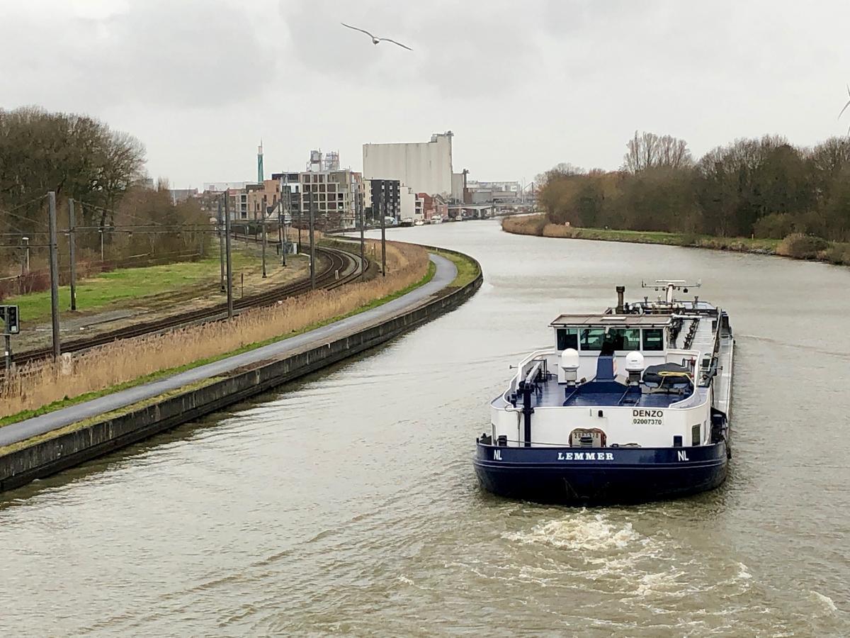 Het kanaal Roeselare-Leie.