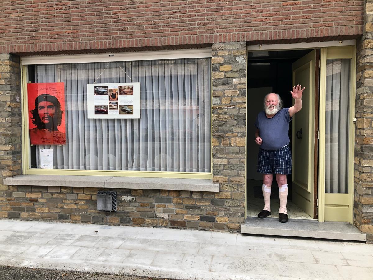 De rode poster van Che valt op.