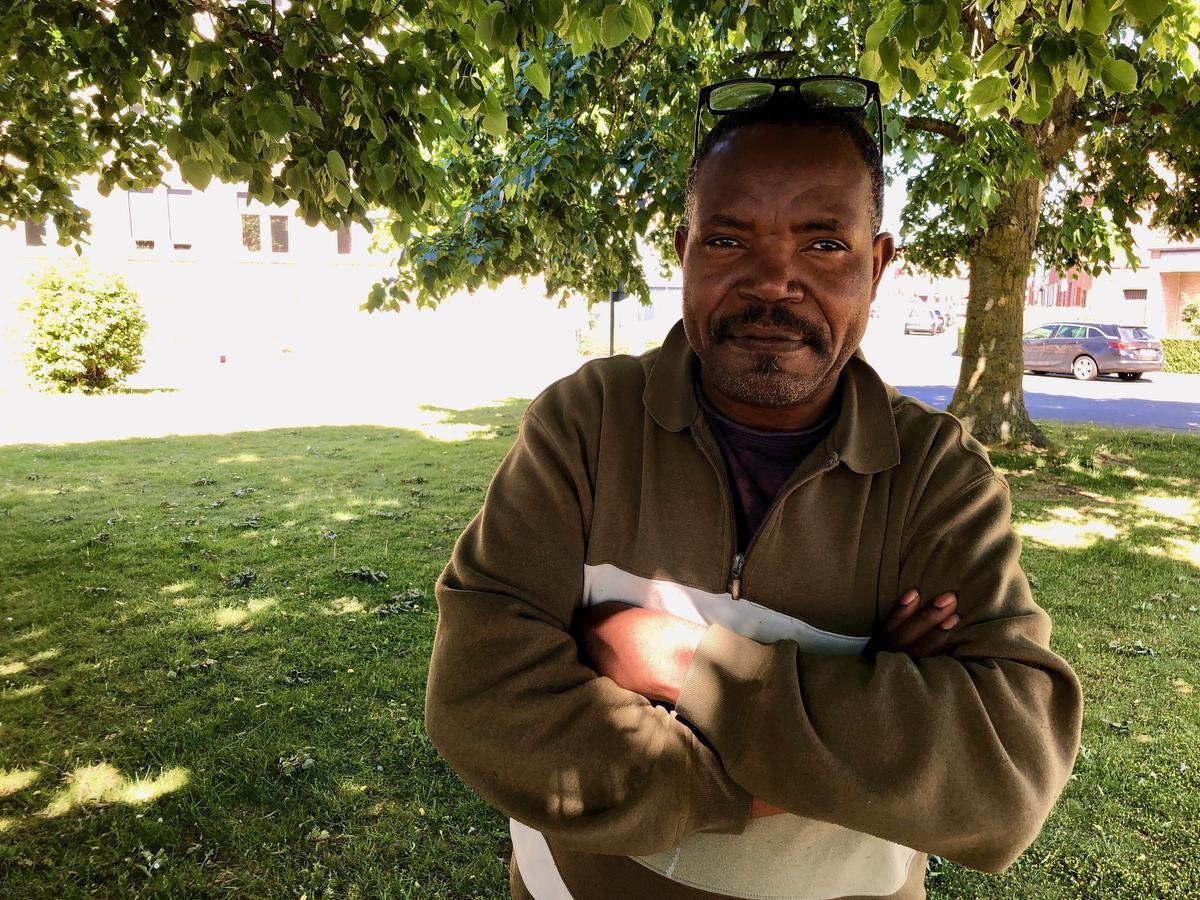 Ibrahim Kadivilako is op zoek naar vrienden.