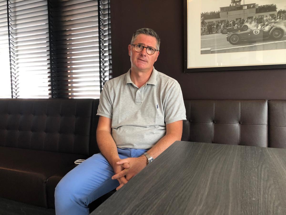 Mike Chielens runt al zestien jaar Hotel Atlas in de Brusselstraat.