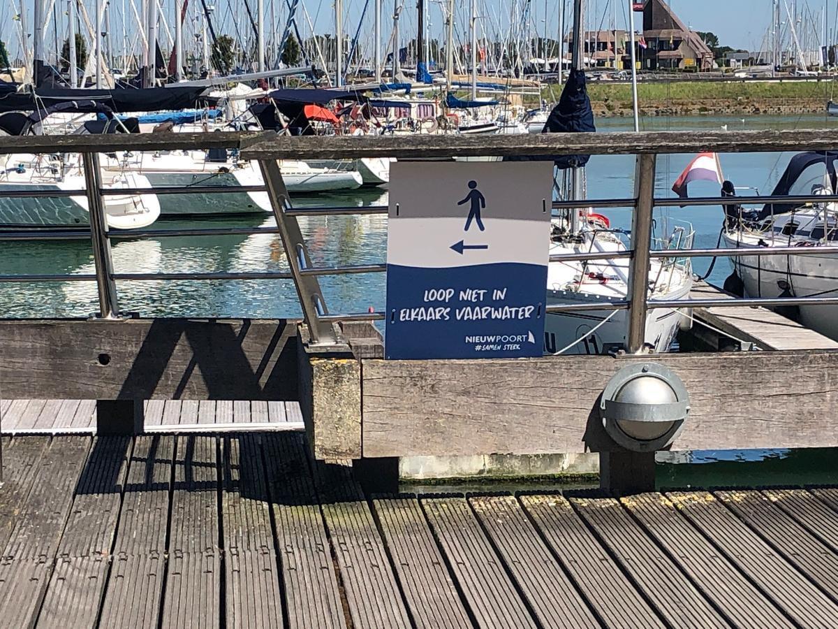Loop niet in elkaars vaarwater, overal te lezen in Nieuwpoort.