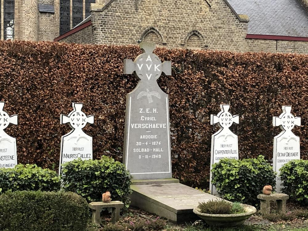 Het graf van Cyriel Verschaeve.