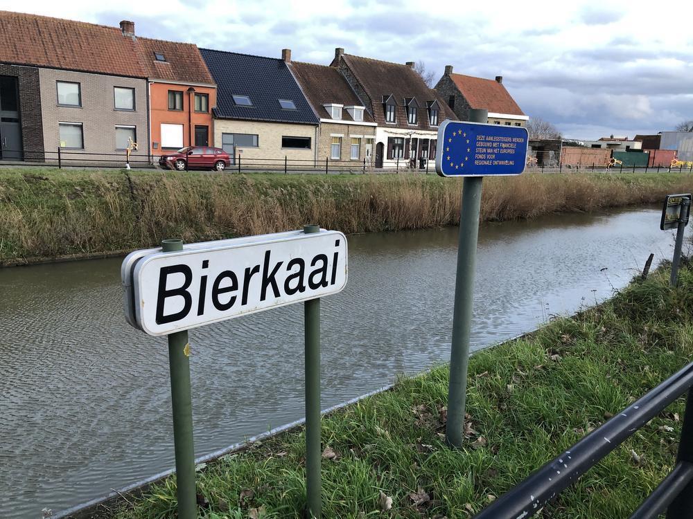De Bierkaai op de Lo-Vaart in Fortem.