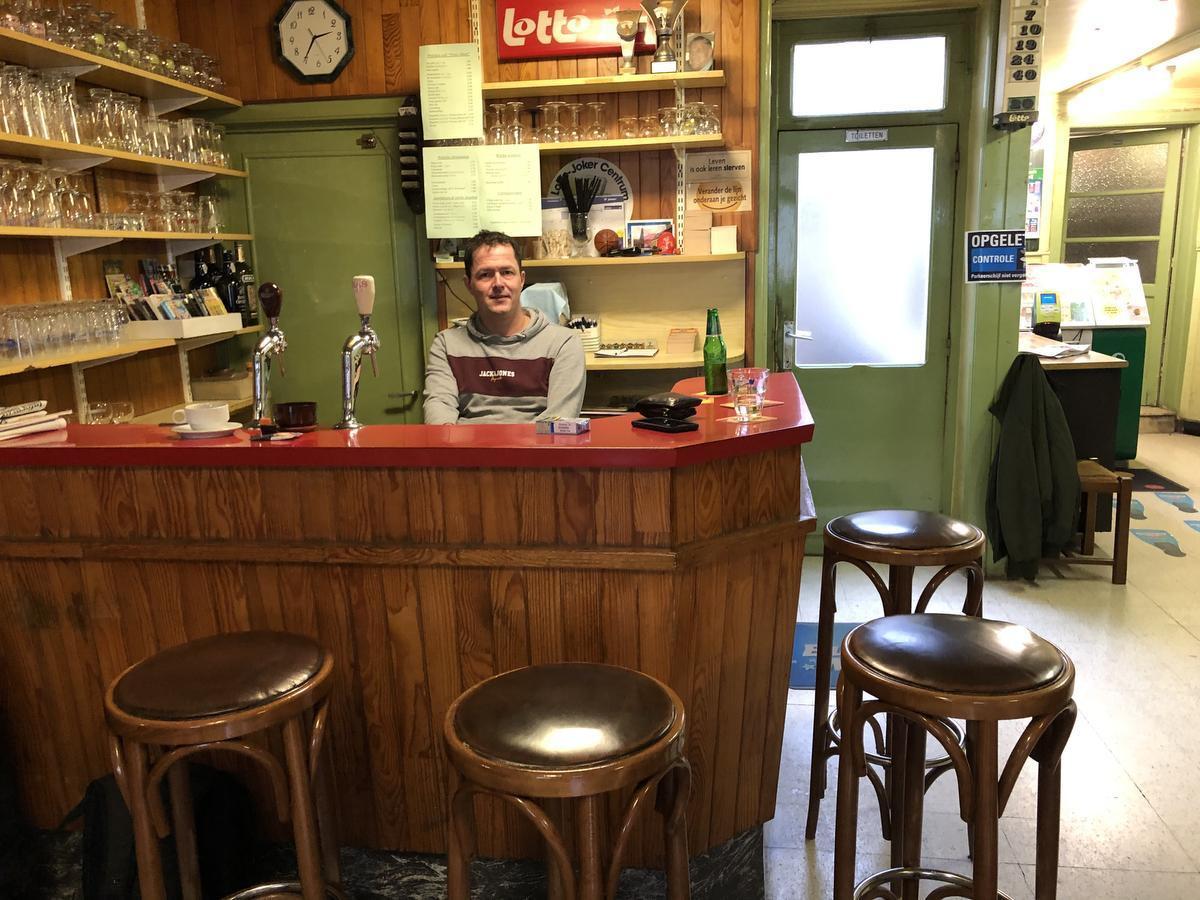 Dion baat café Prins Albert uit, maar iedereen spreekt nog van Polle's.