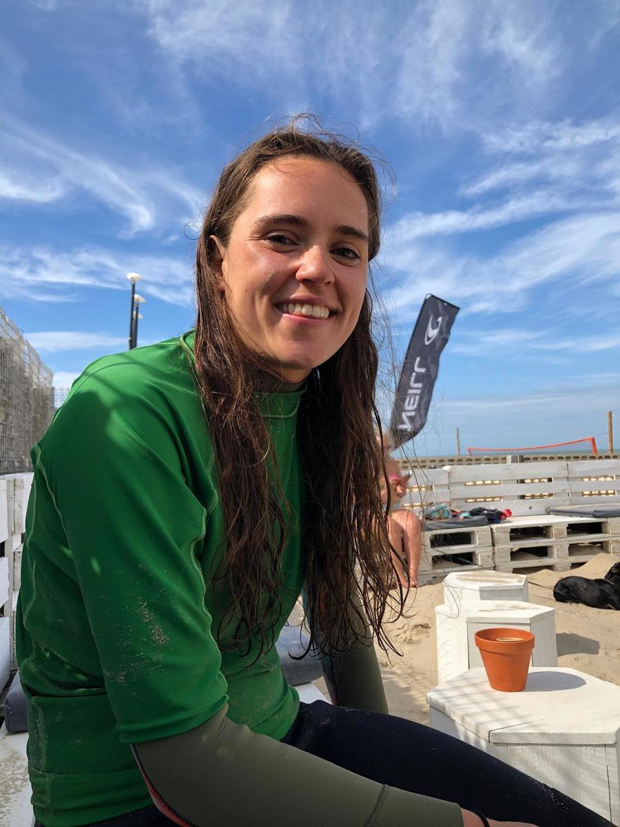 Manon Kerckhove is al voor het vierde jaar redder aan zee en is vooral een verwoed windsurfer.