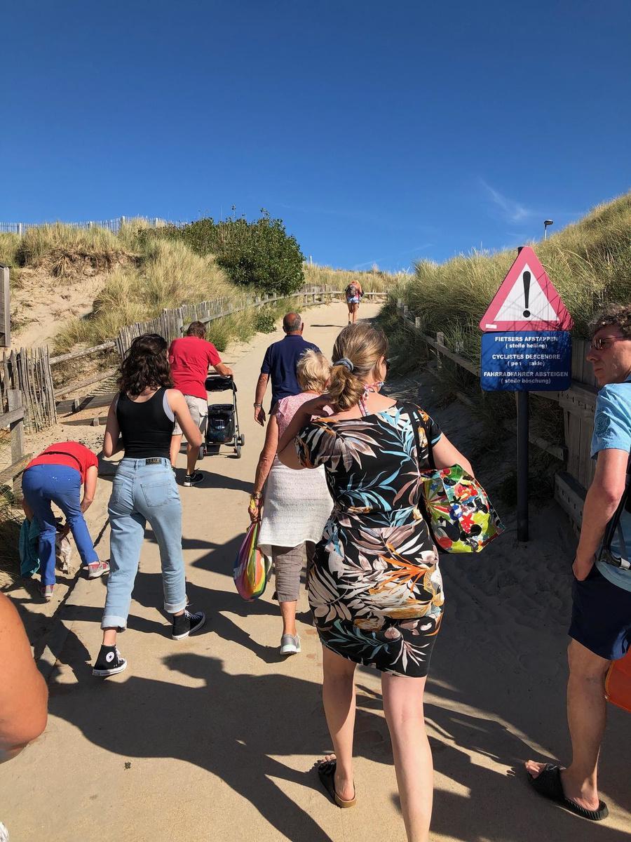 De beklimming bij het verlaten van het strand (foto KV)