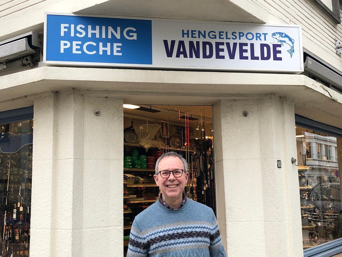 Ives Vandevelde baat een hengelsportwinkel uit in Nieuwpoort-Stad.
