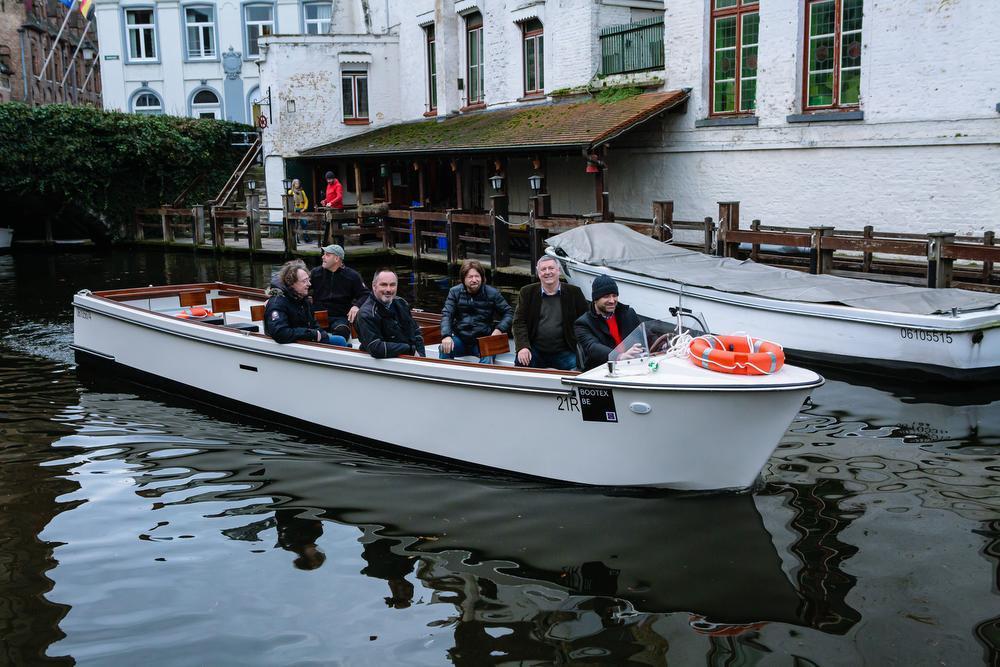 Iedere boot is voorzien van een batterijpack met 14 batterijen. Die volledig opladen duurt zo'n acht uur.