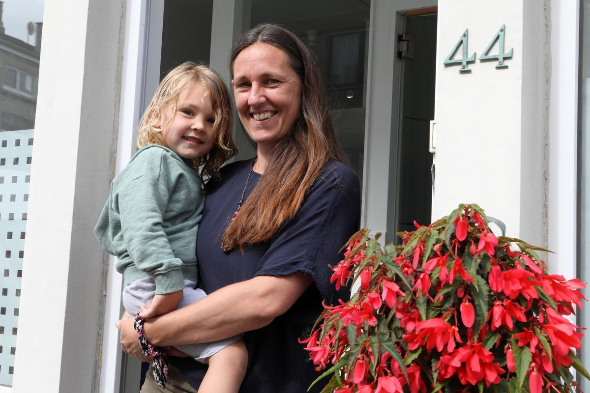 Gaetane De Gryse met haar jongste spruit: