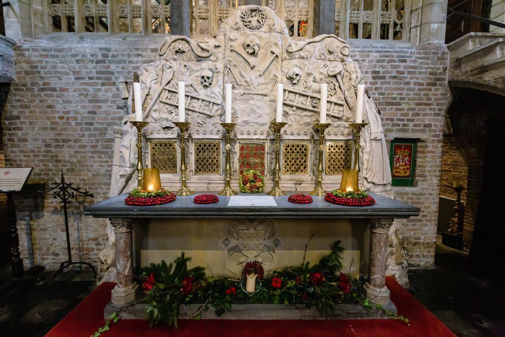 Het altaar van de Jeruzalemkerk, met macabere doodskoppen.