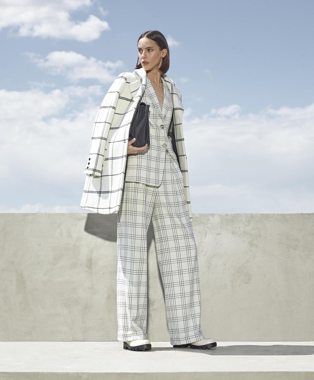 Oversized broekpak en gelijkgestemde jas, van Twinset Milano.