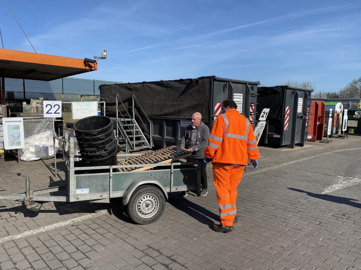 REPORTAGE Stormloop op containerpark in Oostende