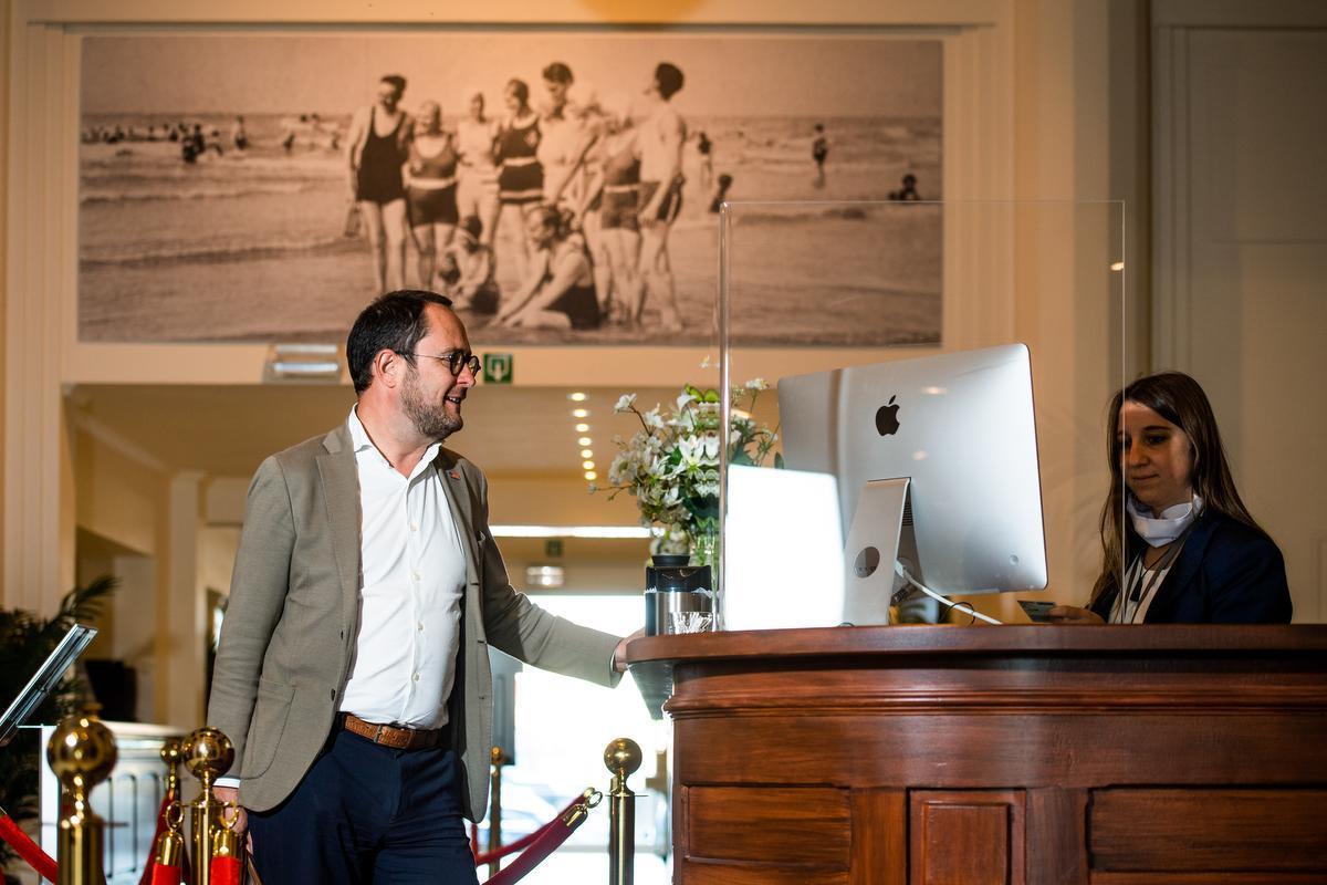 Kortrijkse burgemeester checkt in Oostende.