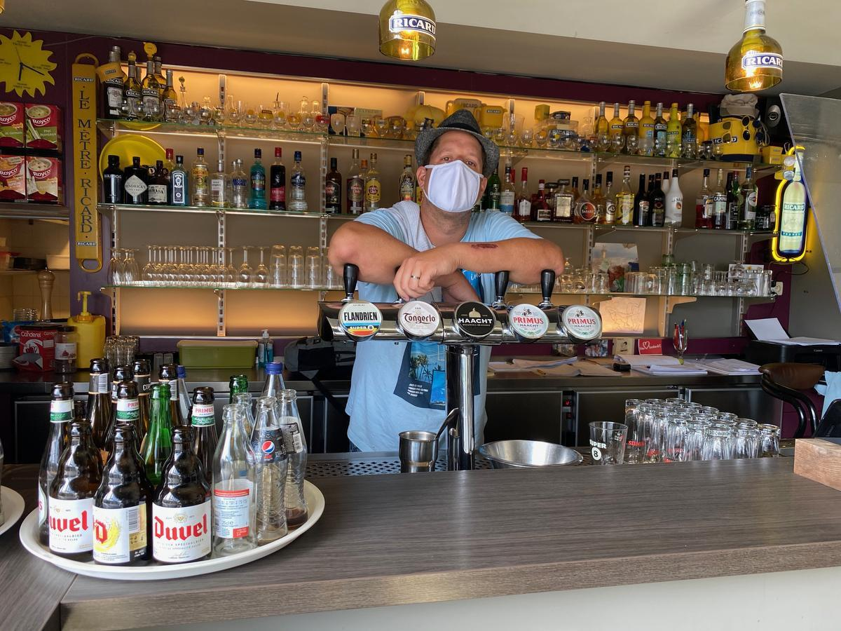 Café-uitbater Simon Van Parys.