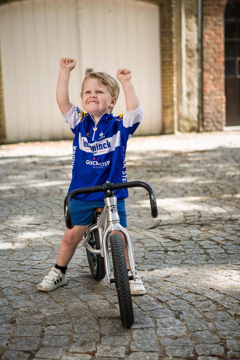 Uitstekende prestaties op de fiets én uitermate fotogeniek: Arthur heeft alles in huis om de nieuwe Tom Boonen te worden.