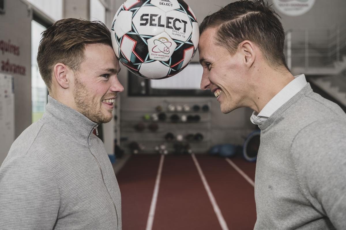 Kristof D'Haene van KV Kortrijk en Zulte Waregem-doelman Sammy Bossut delen meer met elkaar dan ze voor dit gesprek konden denken. (foto Olaf Verhaeghe)