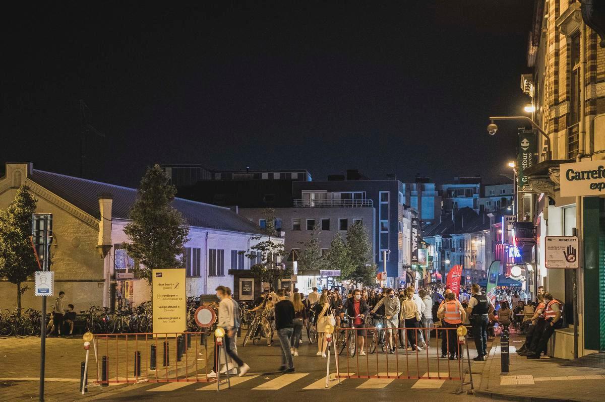 Iets voor 23 uur werd de Overpoortstraat hermetisch afgesloten.