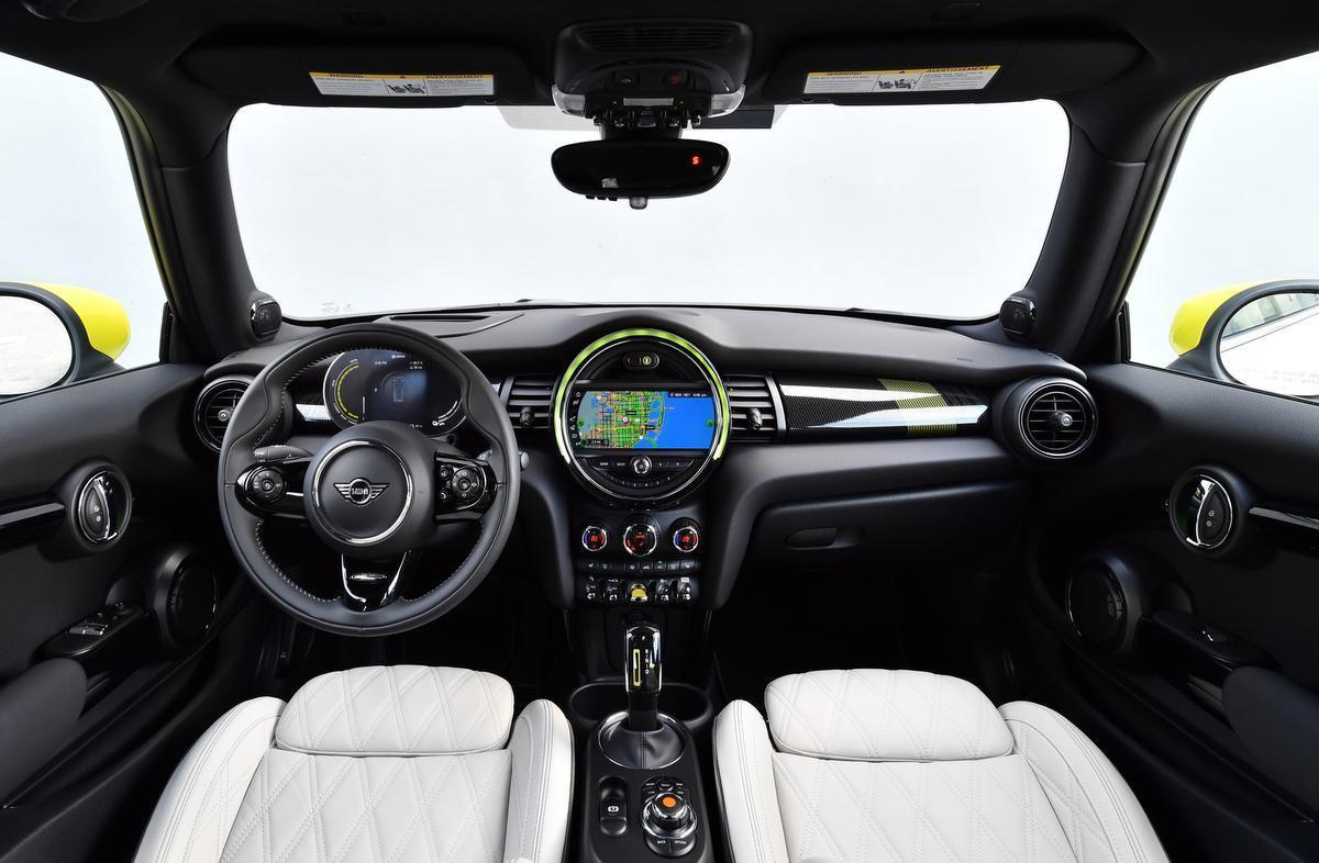 Mini Cooper SE rijdt volledig elektrisch: La vie en jaune