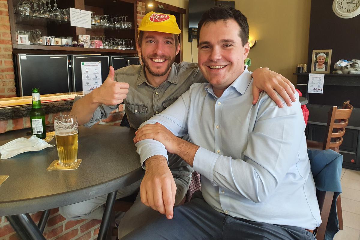Pieter Desmet en Tom Breemeersch in café De Sportwereld.