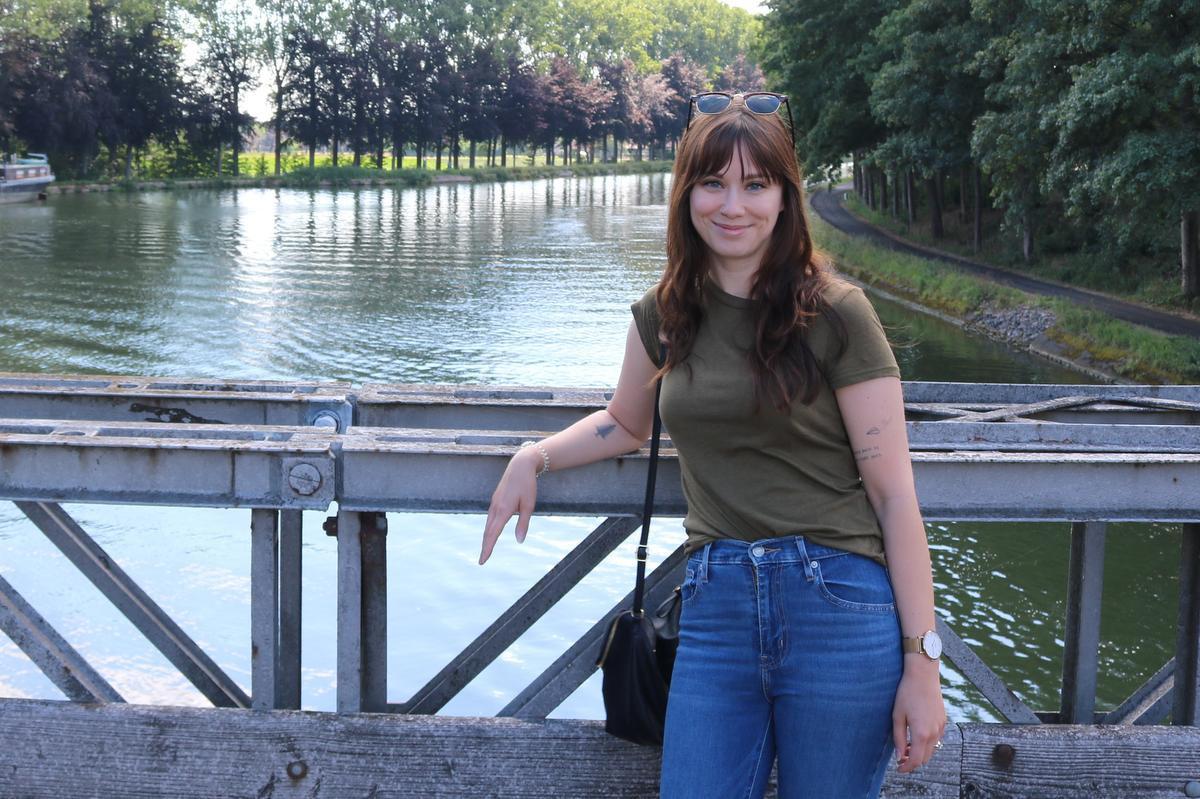 Talitha Dehaene op de Baileybrug in Bocholt.