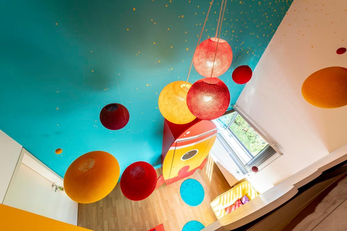 Binnenkijken bij grafische ontwerpers: thuis in een zee van kleur