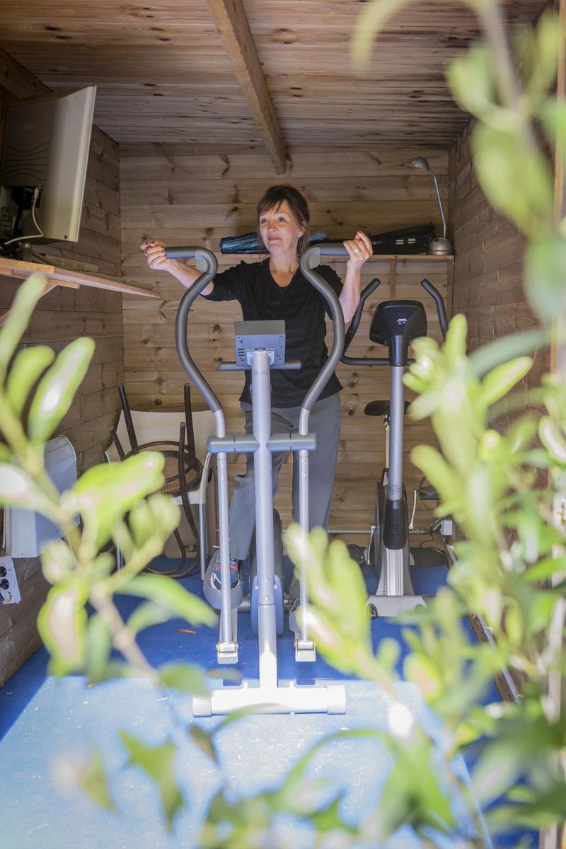 Haar voormalig atelier is nu een mini-fitnessruimte geworden. (Foto Pieter Clicteur)