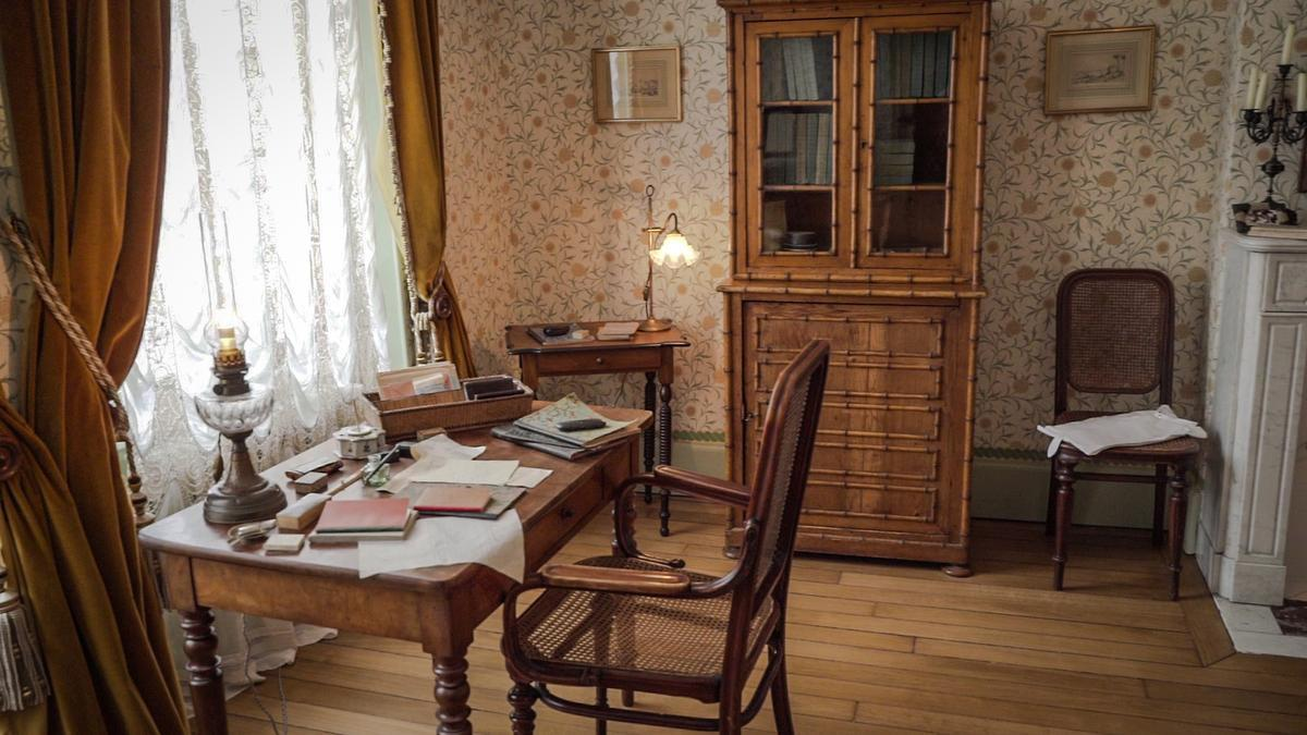 In la Maison du Renoir ligt alles er nog bij zoals toen de bekende schilder nog leefde. Dit is zijn bureau. (foto Maxime De Costa)