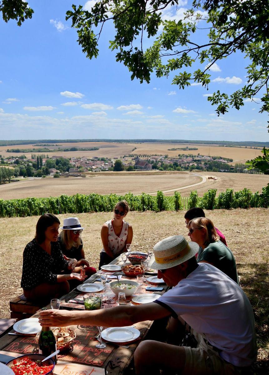 Wandelen en picknicken tussen de wijngaarden: een absolute aanrader! (foto SRA)