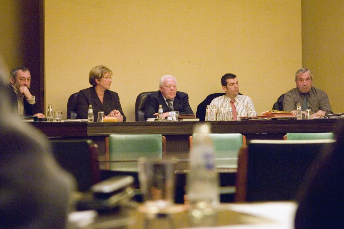 Tijdens zijn laatste gemeenteraad als burgemeester, in december 2006.