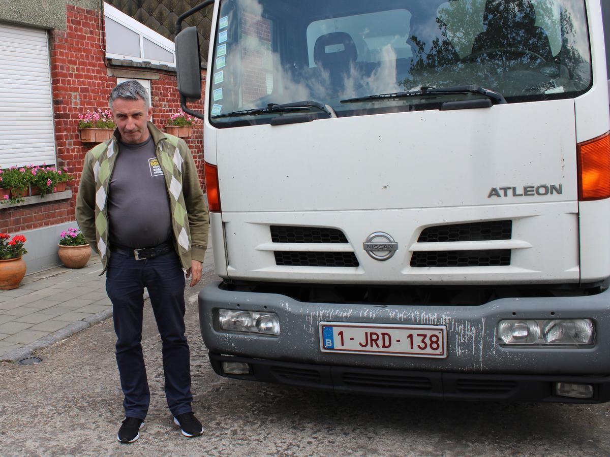 Francky Claerbout is dolblij dat hij zaterdag zijn bloemen weer te koop kan aanbieden op de markt in Menen.