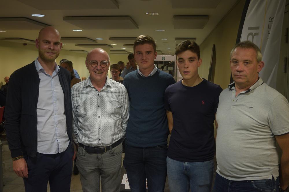 Alphonse Vermote van het sportmedisch center Vitori, Marcel Vanbelleghem, Kilian Baillievier, Mathias Vanoverberghe en Dirk Vanoverberghe