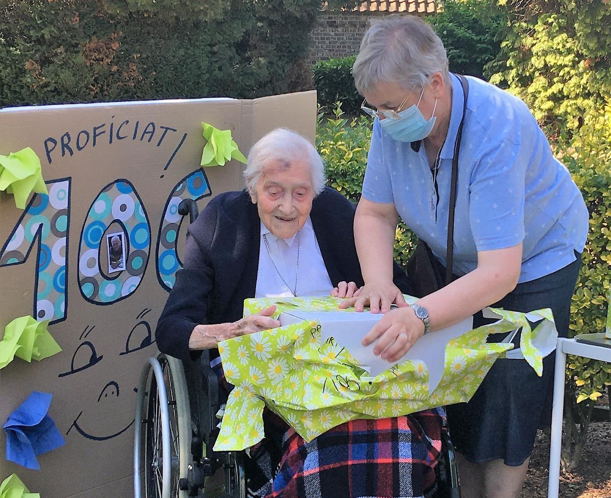 Oudste inwoner van Kortrijk viert verjaardag 'in haar bubbel': zuster Rachel is 106 jaar