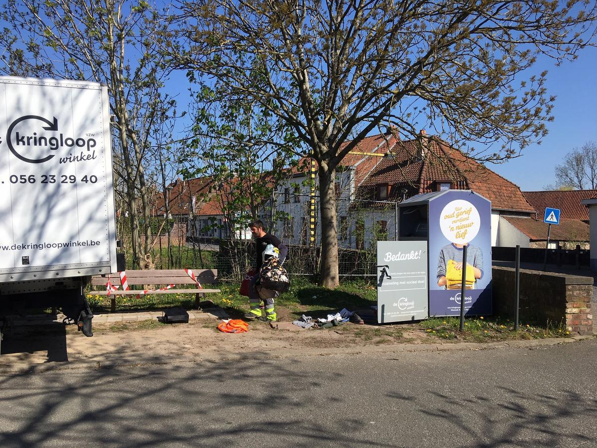 Vrijdagmorgen kwamen mensen van de Kringloopwinkels de container netjes leegmaken.