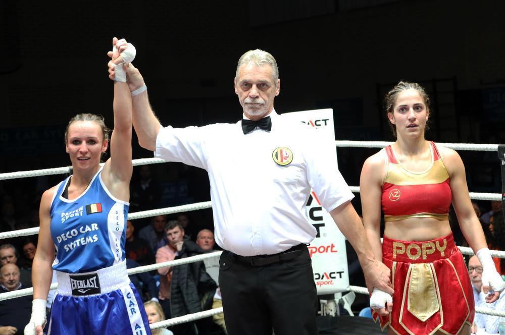 Meriton Karaxha wereldkampioen en Amy Naert wint haar eerste kamp in Izegem