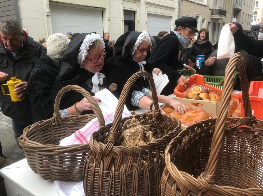 Heropleving traditie Sint-Hubrechtsbrood in Oostende gigantisch succes
