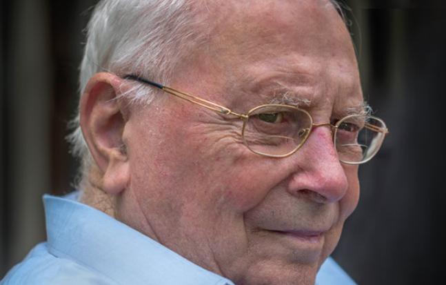 Erehaag van 80 (achter)kleinkinderen brengt laatste groet aan André Loosveldt