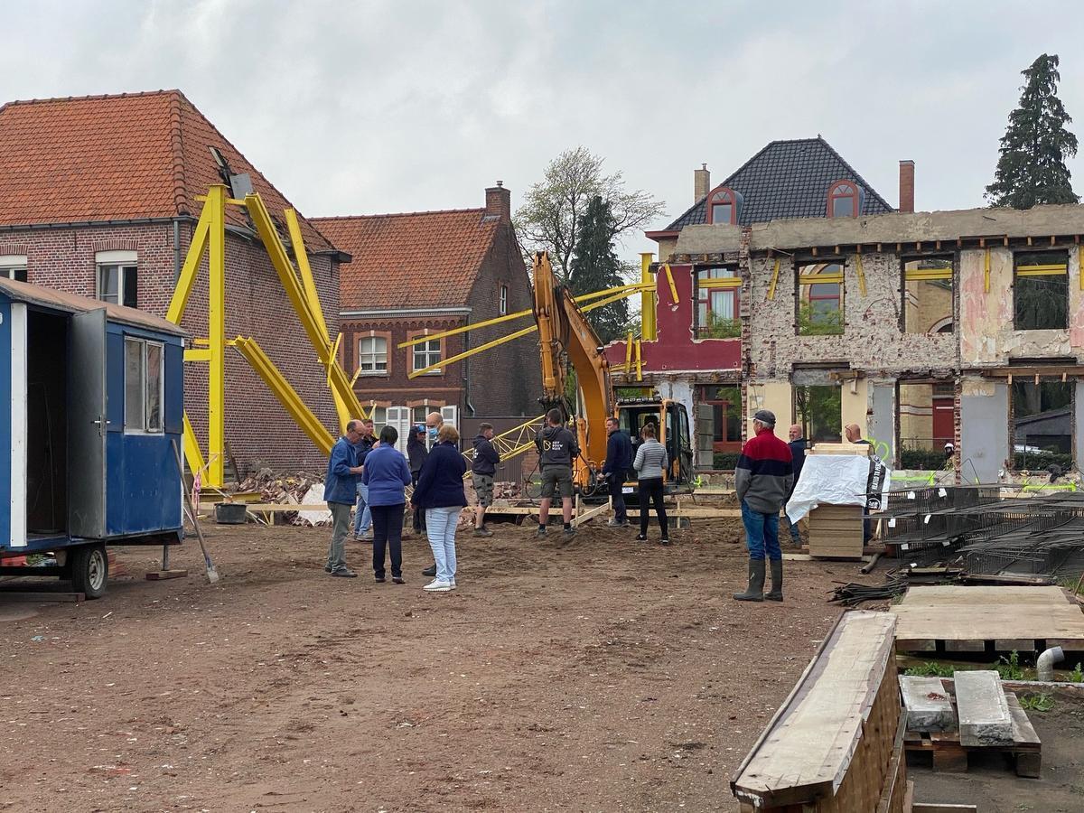 Op de site worden momenteel werken uitgevoerd om een nieuw appartementen complex op te trekken.
