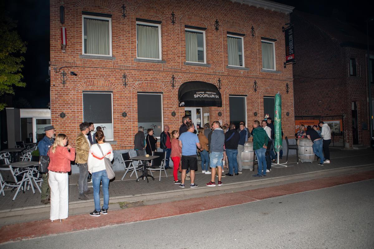 Eerste pintjes werden zondagnacht al getapt in West-Vlaanderen