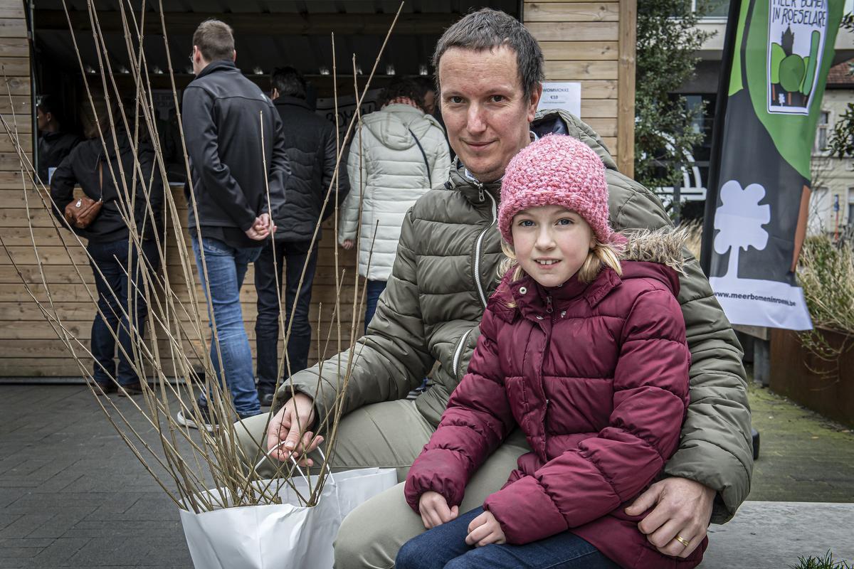 Frederik Naessens (40) en dochtertje Louise (9):