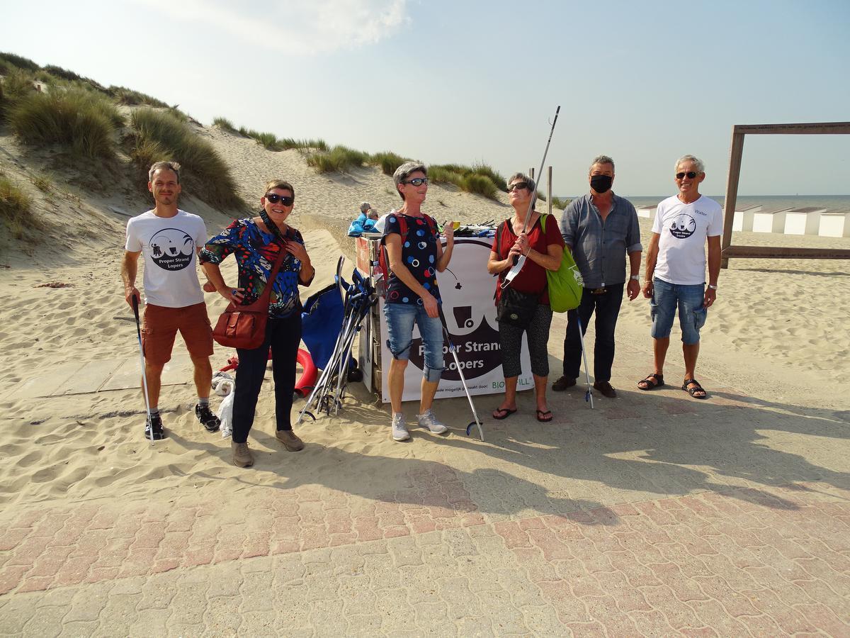 Opruimactie in Bredene met Tim, Rita, Carine, Charlotte, Rudy en Walter