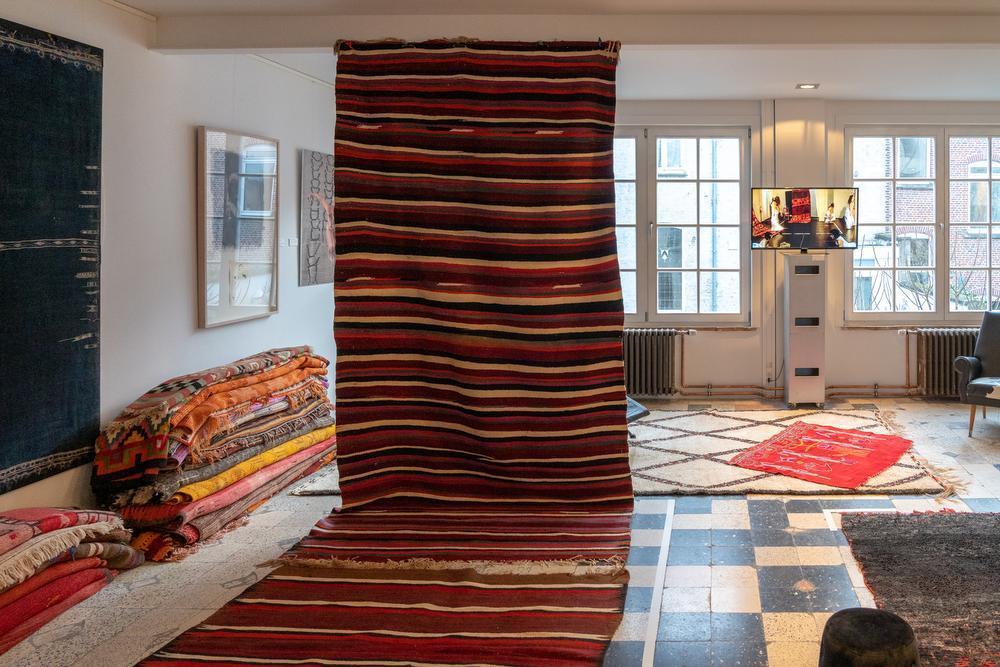 Unieke tentoonstelling brengt textiel en woestijn samen in hartje Kortrijk