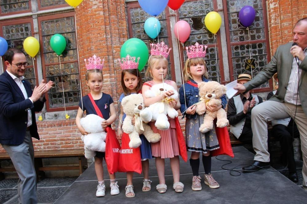 De vier prinsesjes Amélie, Anna, Elodie en Nellie.