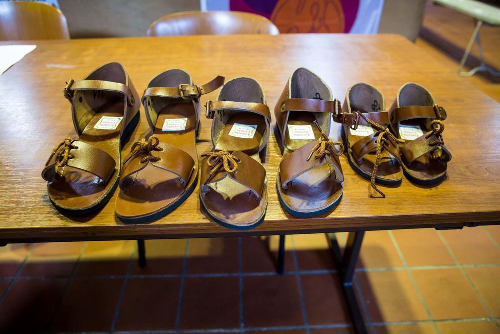 Liefst 1.000 figuranten krijgen een nieuw paar sandalen. Prijskaartje: 33.000 euro.