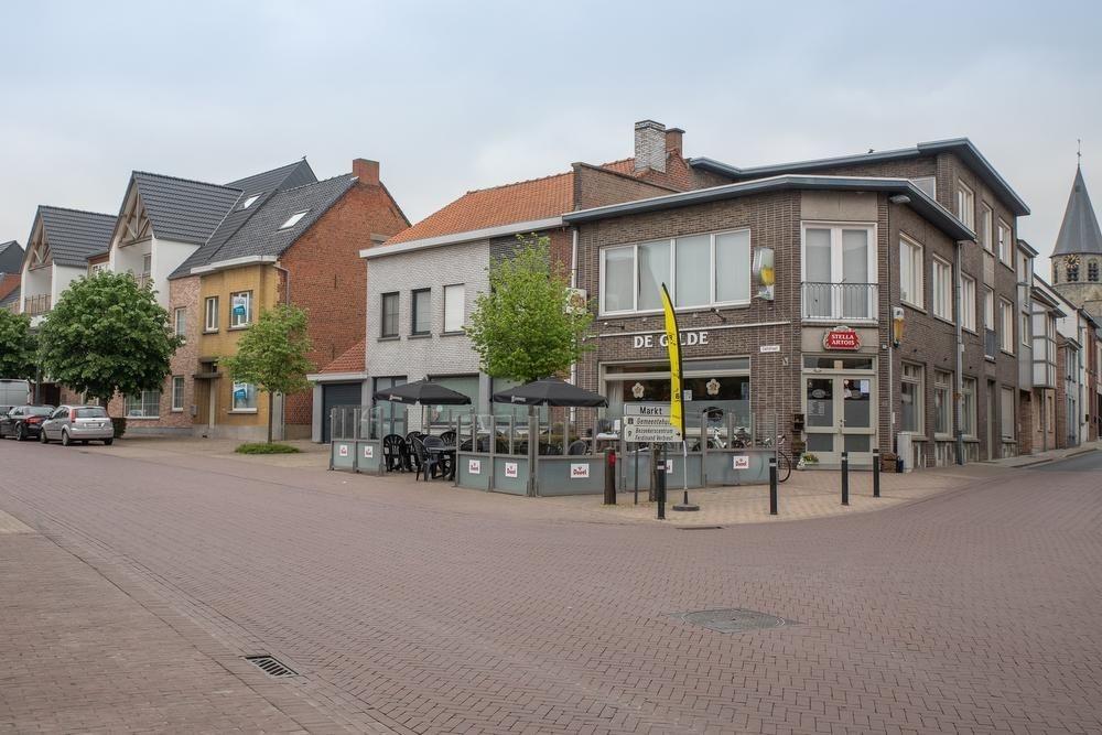 Aan zijn woning in de Tieltstraat - op een steenworp van café De Gilde - werd Davy door een of meerdere onbekenden aangevallen.