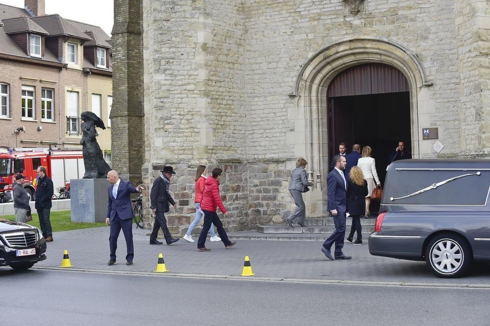 Bomvolle kerk neemt afscheid van dokter Willem Stockman
