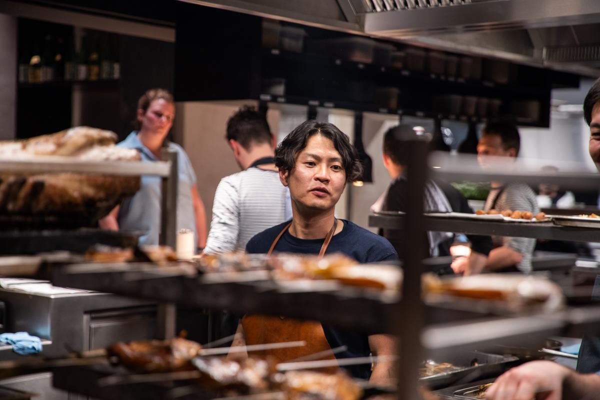 De tweede Japanse topchef in restaurant LESS: Hiroyasu Kawate. (foto Piet De Kersgieter)