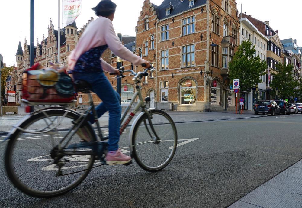 Vanaf maandag kans op boetes voor wie zich niet aan de regels van de fietszone houdt